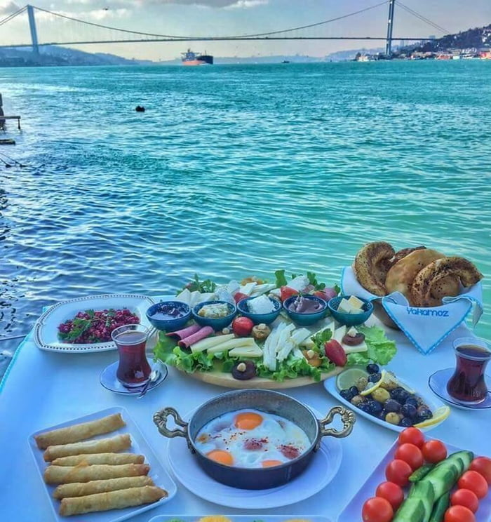 Some breakfast between Europe and Asia