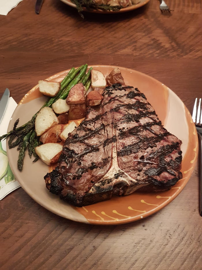 Grilled Porterhouse with asparagus and potatoes - 9GAG