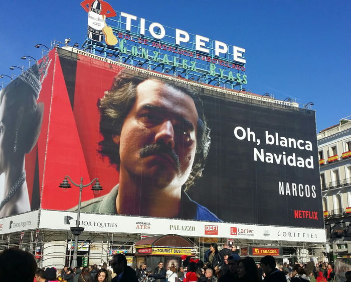 "Oh, white Christmas"" - Netflix awesome ad @ Madrid - 9GAG"
