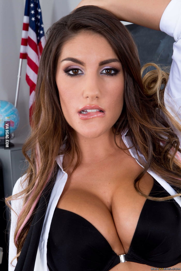 August ames facialized on kneez