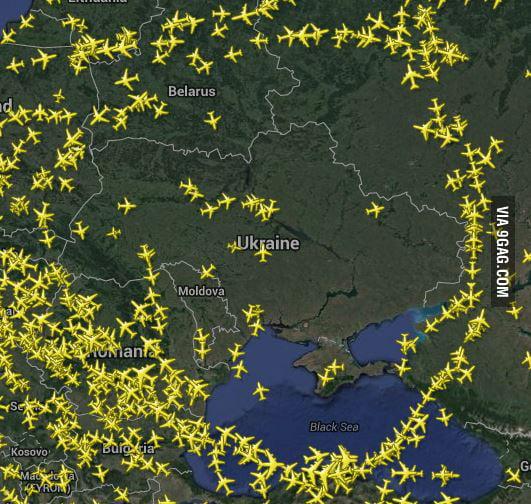Flightradar24 right now - 9GAG