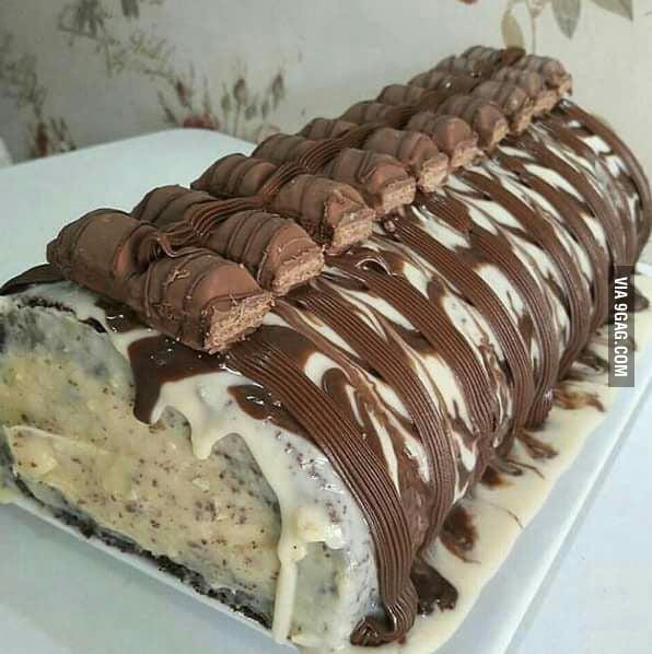 "Célèbre Kinder Bueno Roll Cake. My mind's telling me ""no"". My body's  VI75"