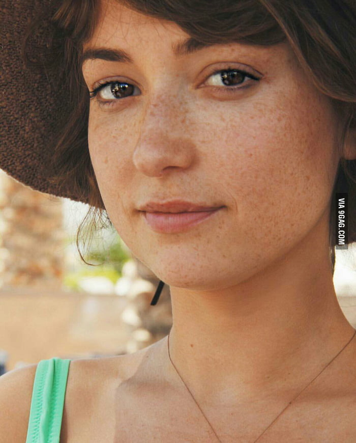 milana vayntrub alias lily adams the at&t girl - 9gag