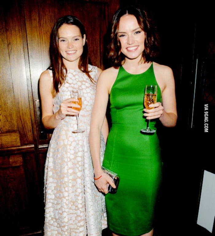 Daisy Ridley and sister Kika Rose Ridley - 9GAG