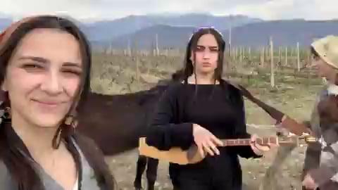 Georgian trio mandili