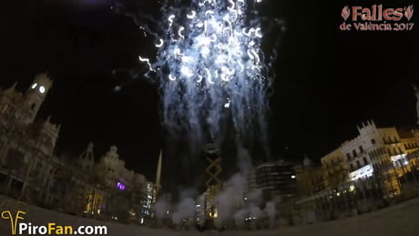 Circular pirotechnic show at Valencia, Spain wait until the end! :)