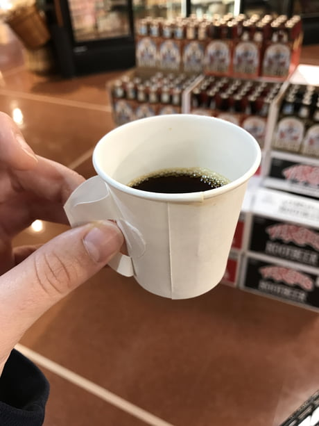 These disposable cups for coffee samples have pop out handles.