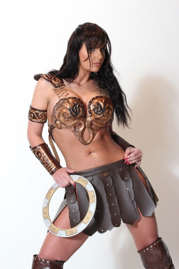 Xena cosplay - 9GAG