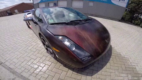 Magic Paint in a Lamborghini
