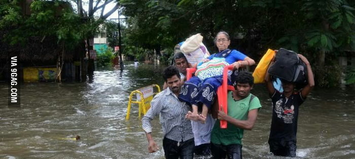 People Helping Each Other: Heavy Floods In Chennai (India).. But The People Came