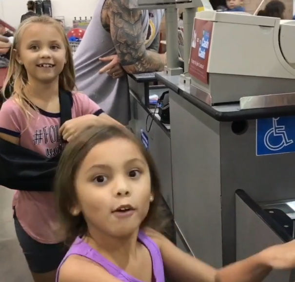 Sisters Adorably Mistake Cashier For 'Moana' Character And