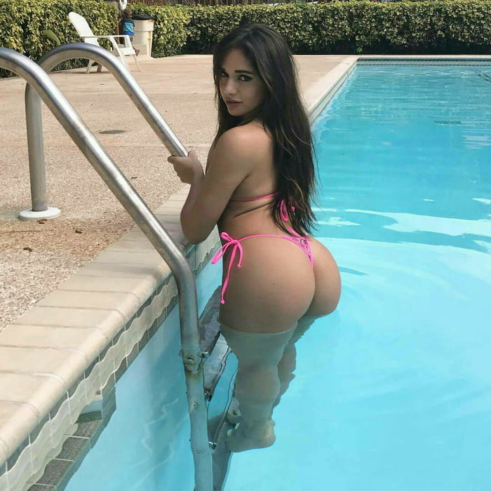 Hot latina girl ass