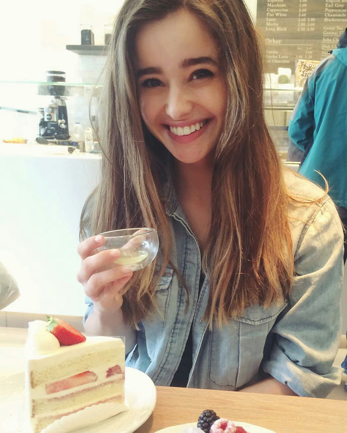 holly earl wiki