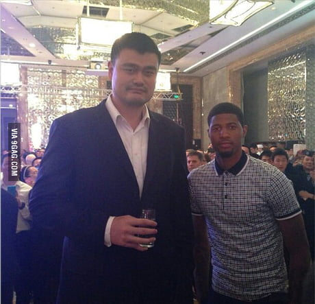 The Guy On Right Is 6 Foot 9 9gag