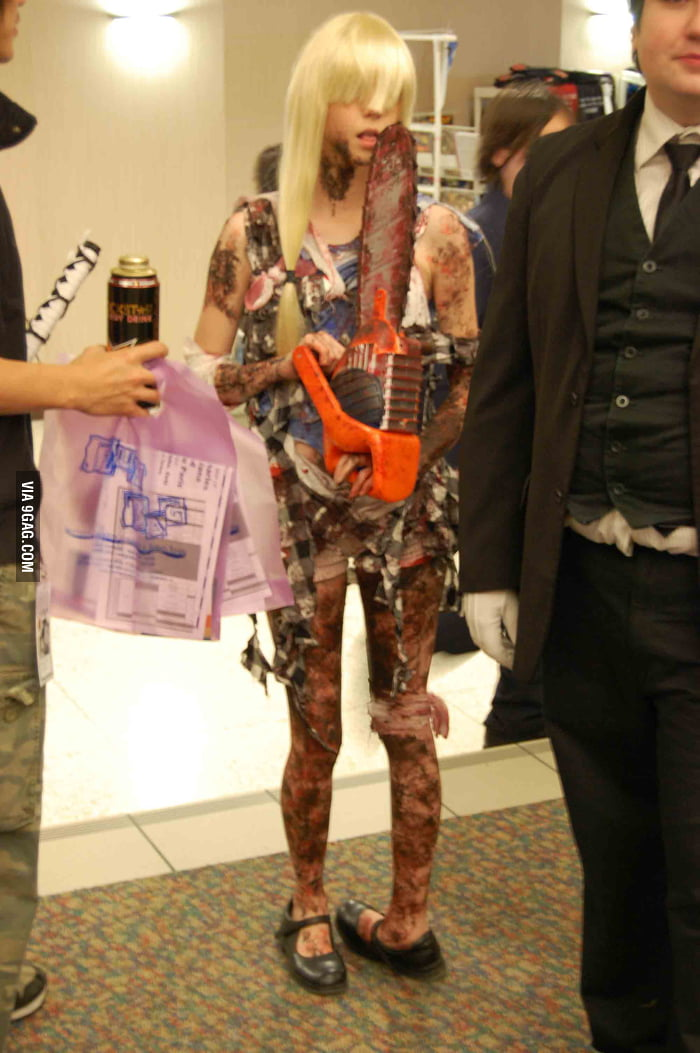Girl Turns Birth Defect Into Zombie Cosplay 9gag
