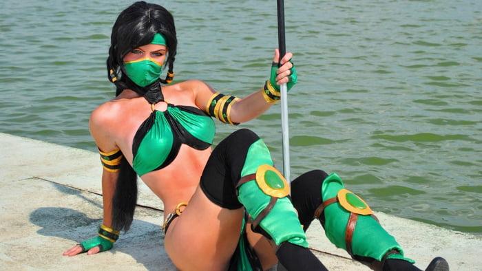 Jade Cosplay From Mortal Kombat 9gag