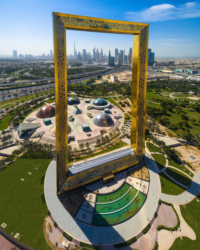 You Can Find The World\'s Largest Picture Frame In Dubai Now - 9GAG