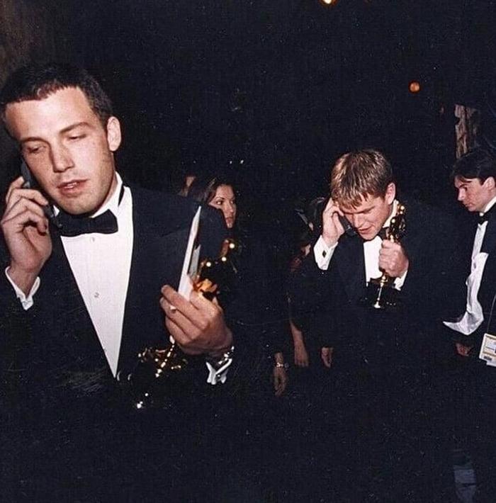 Ben Affleck And Matt Damon Calling Their Moms After Winning The Oscar For Good Will Hunting 1997 9gag