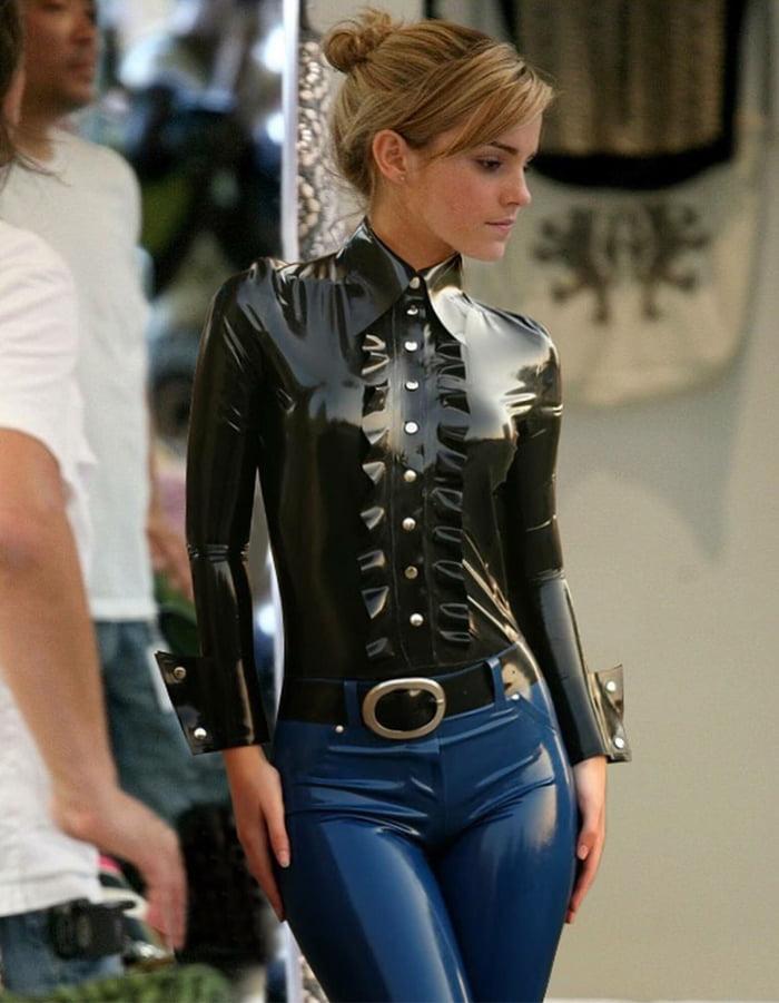 Emma Watsons Latex outfit - 9GAG