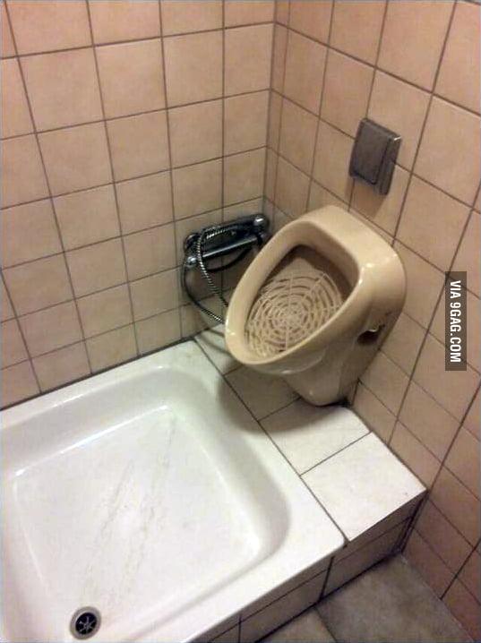 pee-room-shower