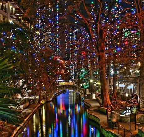 San Antonio Riverwalk During Christmas.The San Antonio Riverwalk At Christmas 9gag