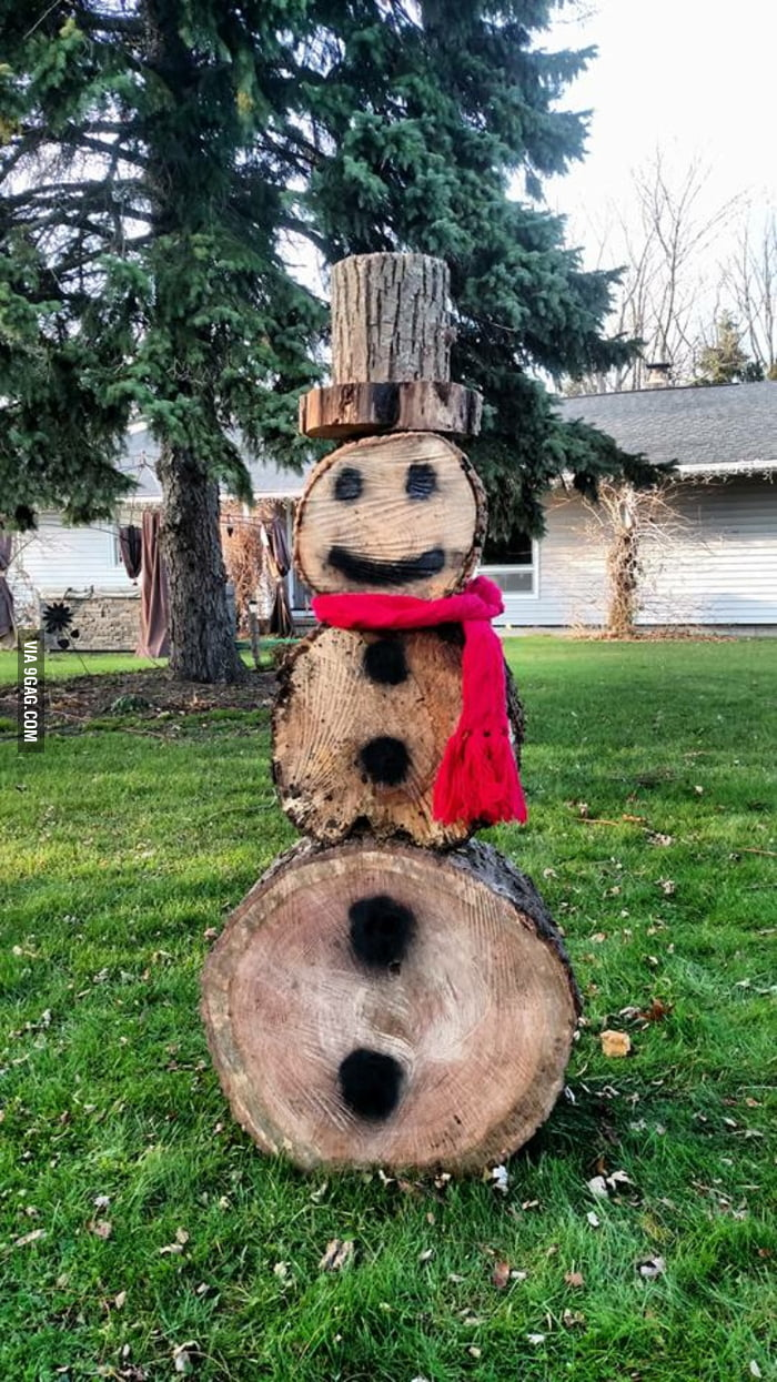 How my family shows Christmas spirit when there\'s no snow - 9GAG