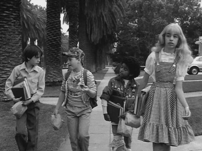The Cast Of Stranger Things In Tim Burton S Short Film Frankenweenie 1984 9gag