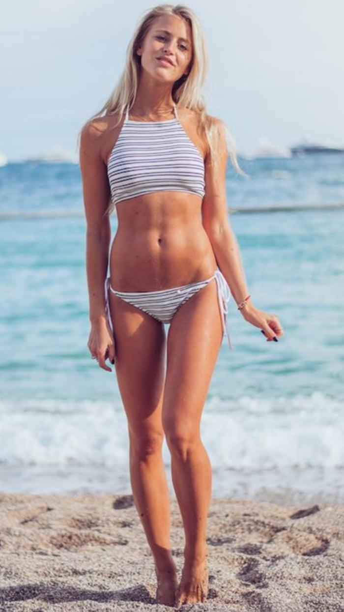 Janni Deler Nude Photos 15