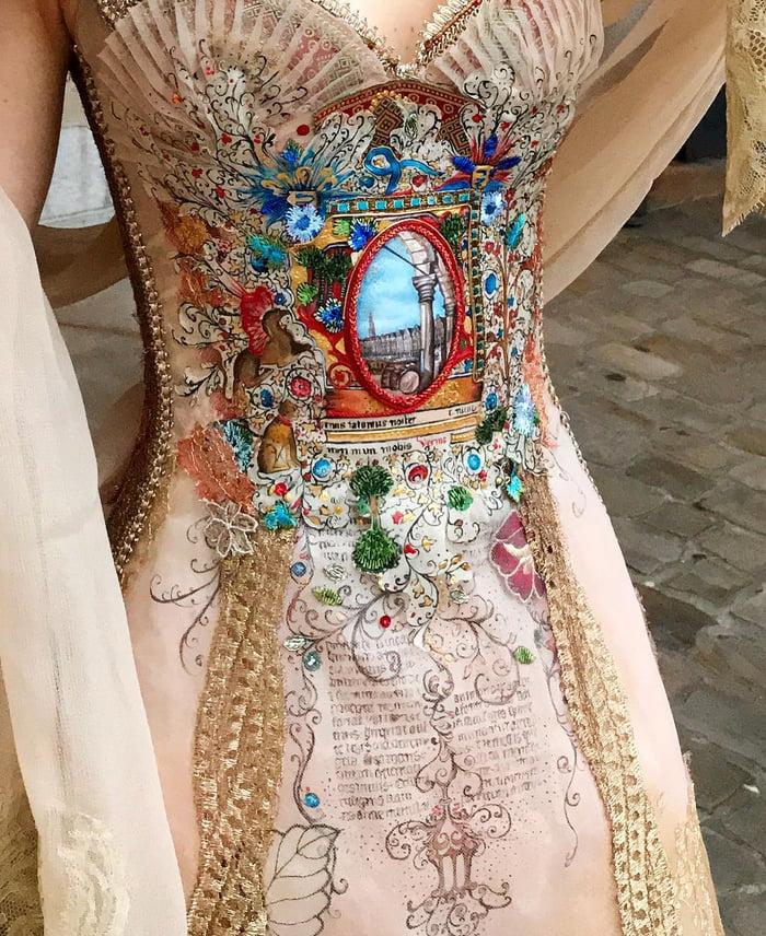Dress by French designer Sylvie Facon - 9GAG