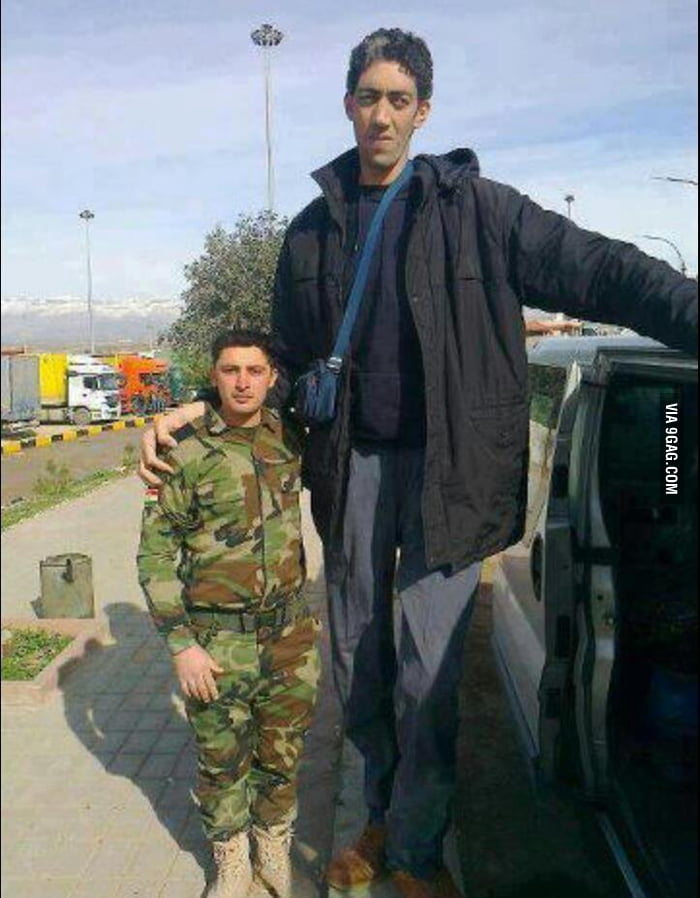 Soldier and world's tallest man