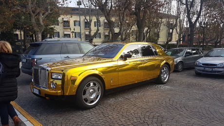 Gold Rolls Royce >> Gold Rolls Royce Italy Cermione 9gag