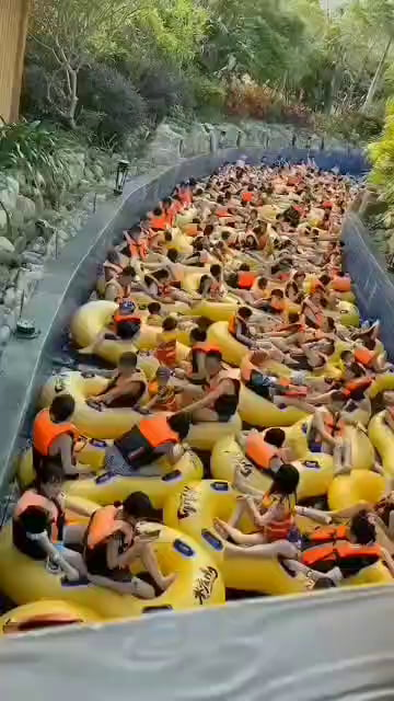 Meanwhile in china/ holiday at waterpark and so much fun