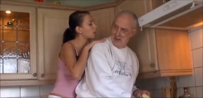 Молодая девушка ебется с стариком верно!