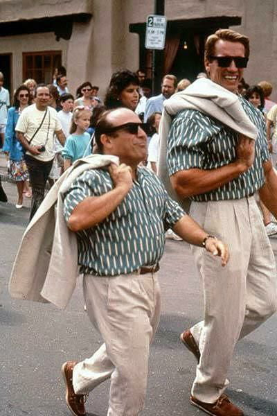 Danny Devito And Arnold Schwarzenegger In 1988 9gag