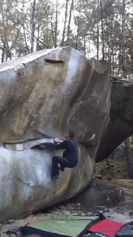 Impressive bouldering hop