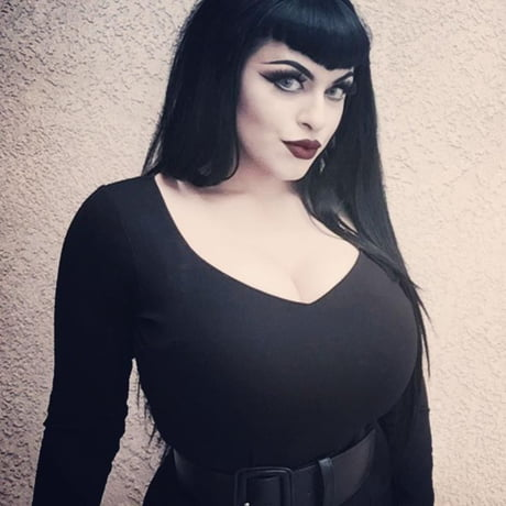 Big titty goth girlfriend