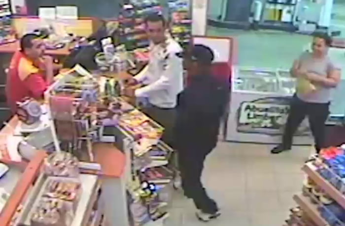 Uno reverse card activated against robber