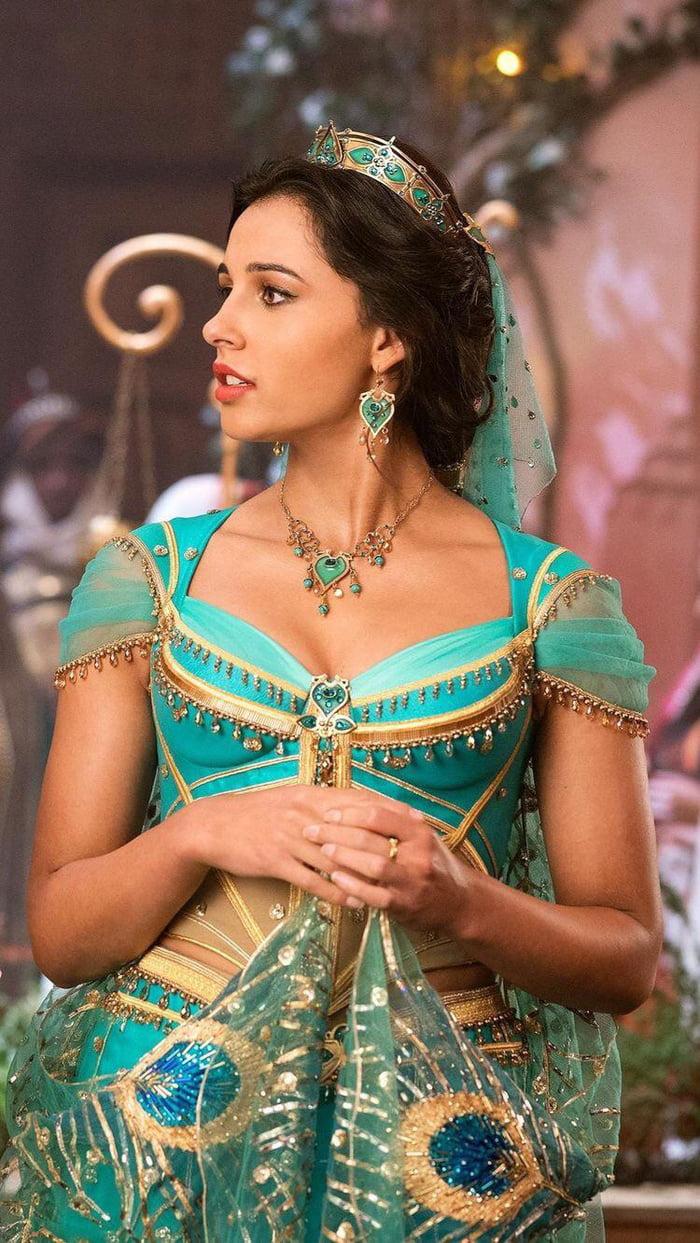 Naomi Scott As Jasmine 9gag Naomi scott (born 6 may 1993) is an english actress and singer. naomi scott as jasmine 9gag