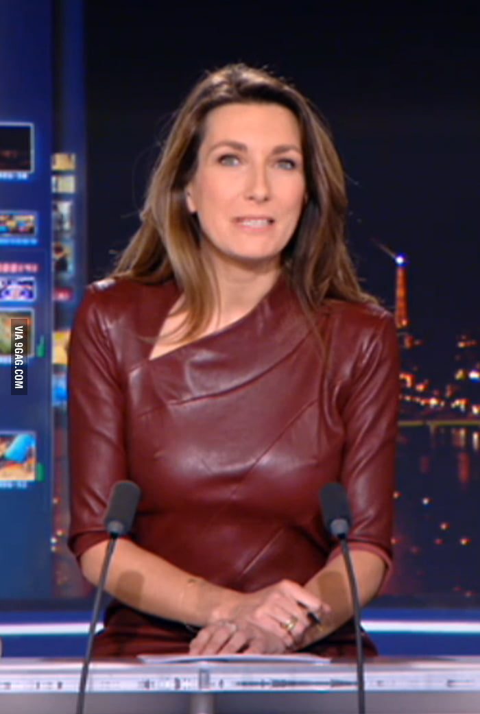 When French TV animator Anne-Claire Coudray forgets her bra, news become hot. - 9GAG