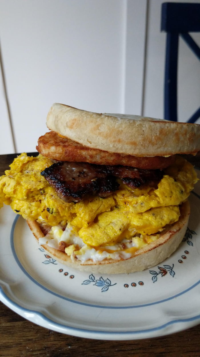 Gluttony Sandwich Two Red Barron Breakfast Pizzas Sausage Hash Brown And 8 Oz Of Egg Yolk With A Slice American Cheese 9gag