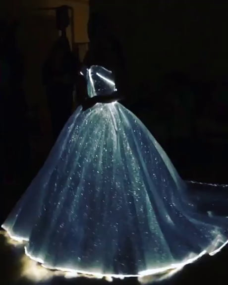 Claire Danes' dress at the MetGala.