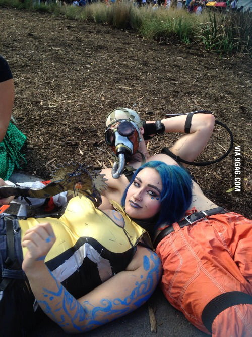 Cute Maya and Krieg cosplay from borderlands 2 - 9GAG