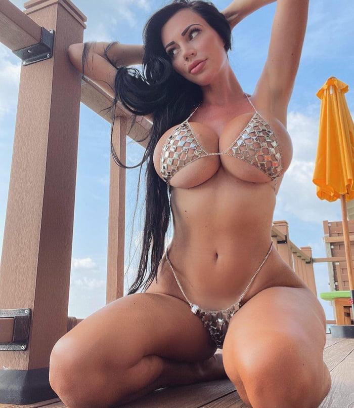 Yvonne Bar - 9GAG