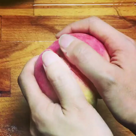 The best way to peel a peach