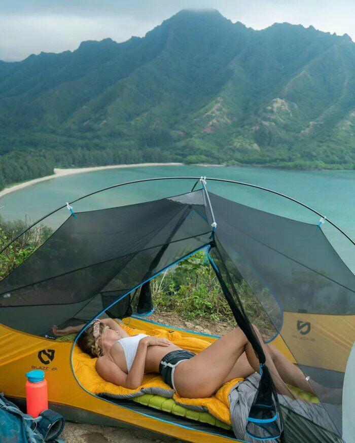 фото девушек в палатке отцов этих