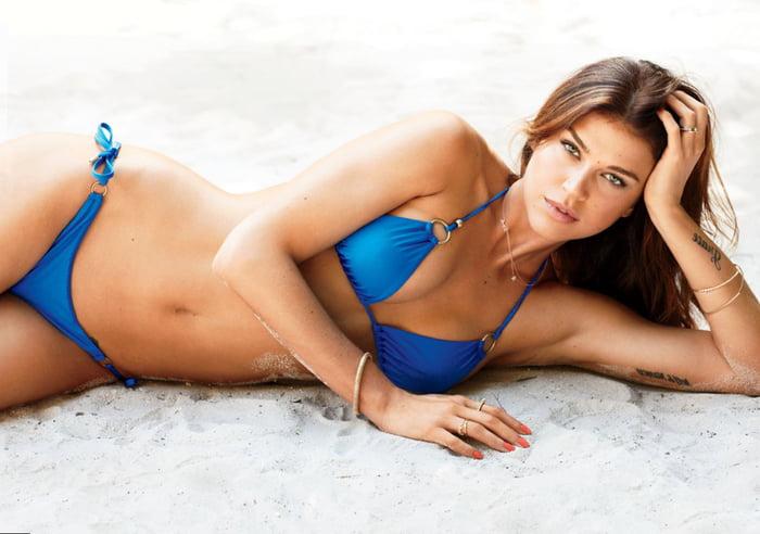 Adrianne Palicki im Bikini