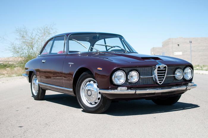 Unusual Car A Day 36 Alfa Romeo 2600 Sprint By Bertone 1962 9gag