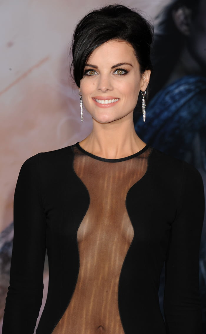 Saint jaimie alexander nopanty hands around his