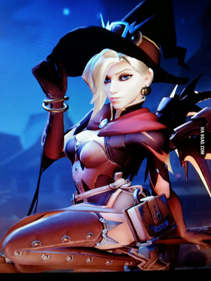 Overwatch Mercy Halloween costume - 9GAG