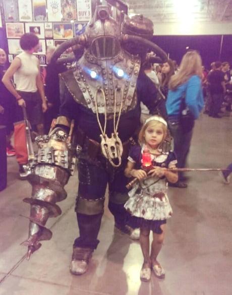 Bioshock Big Daddy Little Sister At Tucson Comic Con
